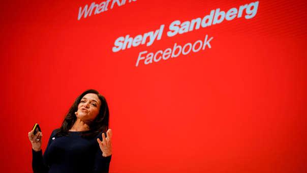 Sheryl Sandberg, COO de Facebook, admite los errores de la compañía e una conferencia