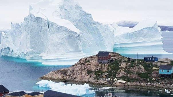 Un iceberg cerca a Groenlandia