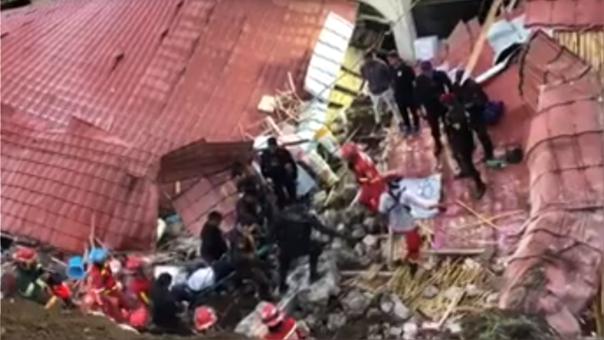 Al menos 14 fallecidos dejó deslizamiento de la estructura.