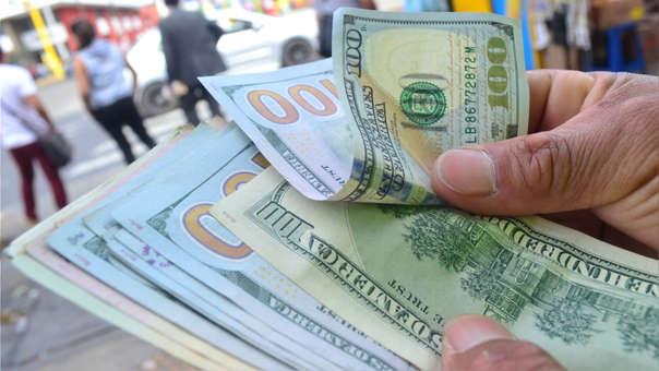 El tipo de cambio subió hasta las 3,360 unidades por dólar.