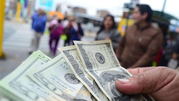 En el mercado informal, el tipo de cambio cotiza en S/ 3.362.