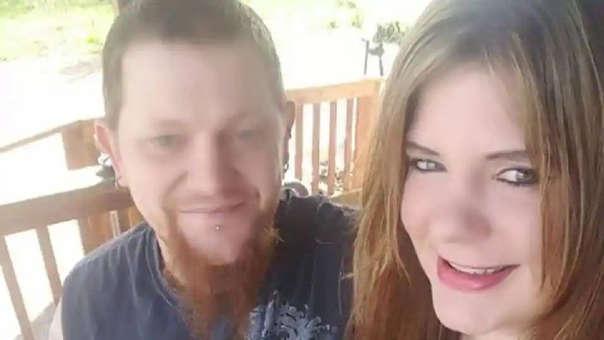 Facebook Mark Leo Gregory Gago junto a su novia, una de sus víctimas
