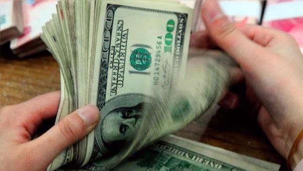 En los últimos doce meses la moneda estadounidense registra un avance de 3.45%.