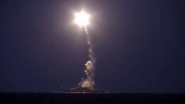 Los misiles Kalibr siendo lanzados por un barco ruso.