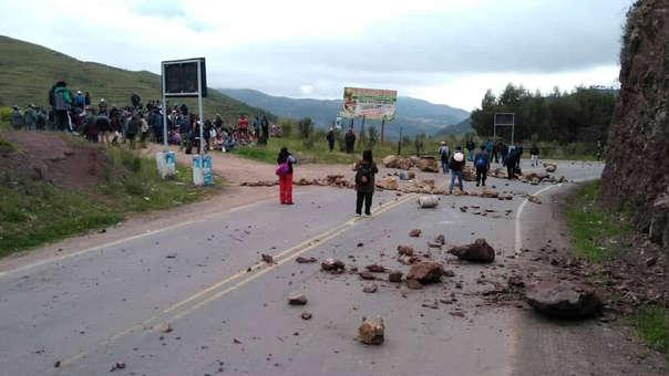 Bloquean Vías durante paro agrario en Cusco.