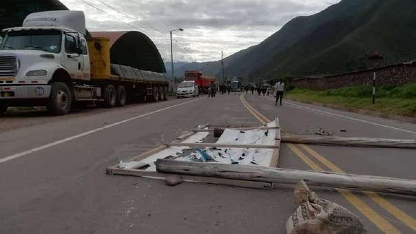 Vehículos quedaron varados en zonas de acceso a Cusco.