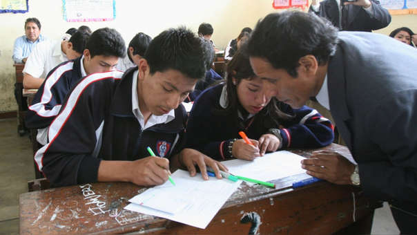 La viceministra señaló que se intenta evaluar otras competencias en los alumnos.