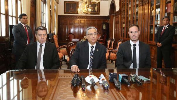 Miguel  Ángel Rivera Gamboa, presidente de la Corte de Lima; José Luis Lecaros, presidente del Poder Judicial, y George Forsyth, alcalde de La Victoria.
