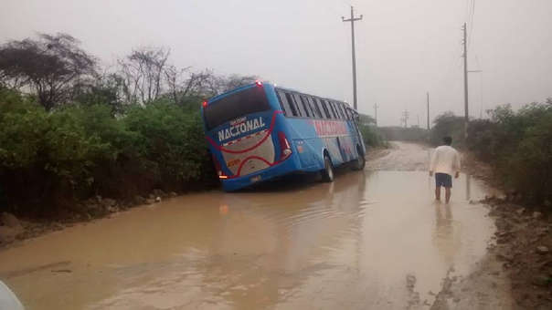 Varias vías carrozables de Olmos fueron cerradas para evitar accidentes graves