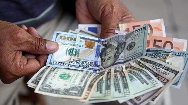 En los últimos doce meses la moneda estadounidense registra un avance de 1.79%.