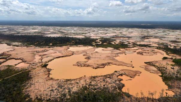 Esta semana militares y policías llegaron hasta la zona en donde la minería ilegal, ha causado la pérdida de más de 9,000 hectáreas de bosques amazónicos el año pasado.