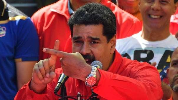 Fuertes disturbios se registraban este sábado en dos puentes de la frontera de Venezuela con Colombia.