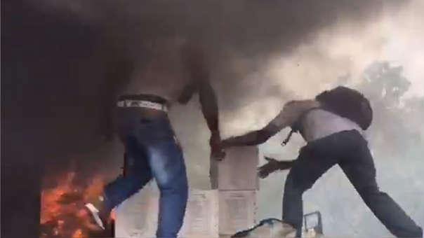 Incendio de ayuda humanitaria