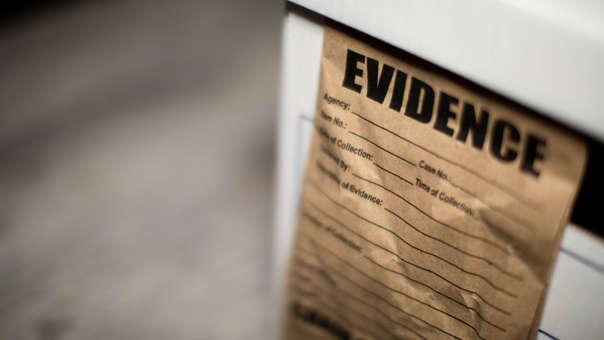 Cuatro especialistas de la policía se han desplazado al lugar para investigar la desaparición de las pruebas.