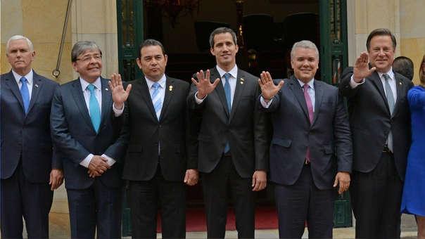 MIke Pence (vicepresidente de EE.UU.), en canciller colombiano, Carlos Holmes; el presidente de Guatemala, Jimmy Morales; el líder opositor venezolano, Juan Guaidó; el presidente de Colombia, Iván Duque; y el presidente de Panamá, Juan Carlos Varela.