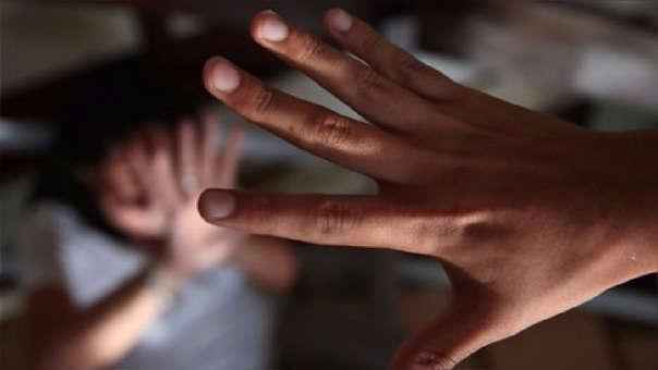 La niña fue violada en grupo y resultó embarazada.
