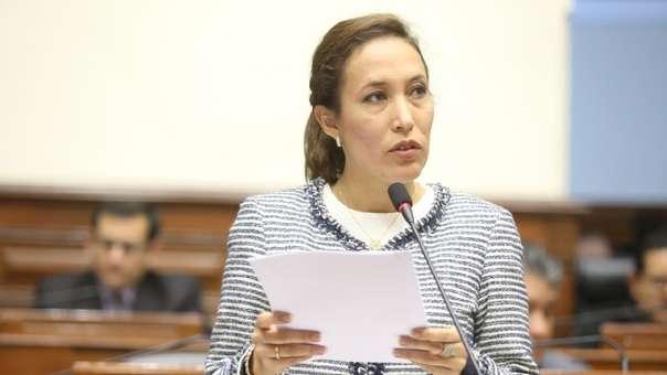 Parlamentaria por Acción Popular mostró su respaldo a periodista acosada.