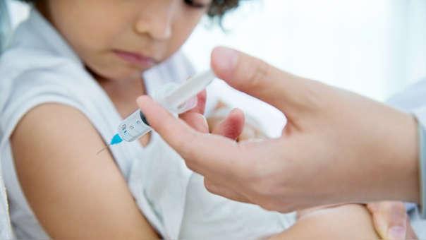 Vacuna aplicada a un niño