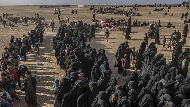 Civiles evacuados, entre ellos niños, del dominio del Estado Islámico en Siria.
