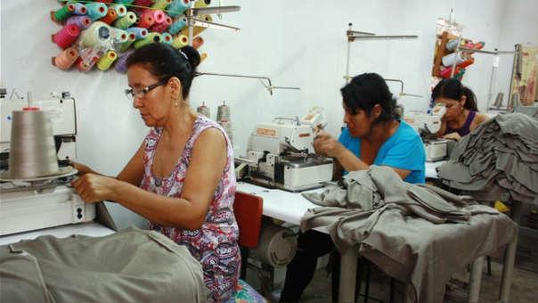Pérez-Reyes destacó la creación del programa Mujer Produce, el cual está orientado a apoyar las iniciativas empresariales de mujeres, mejorando y ampliando sus canales de comercialización para lograr su empoderamiento económico.
