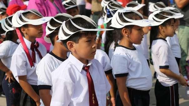 Senamhi recomienda el uso de gorros de ala ancha, lentes de sol, polos manga larga, así como evitar la exposición prolongada al sol.