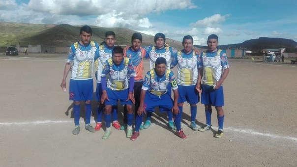 Los Diablos Azules juegan en el Campeonato de Verano de Ayaviri en Puno.