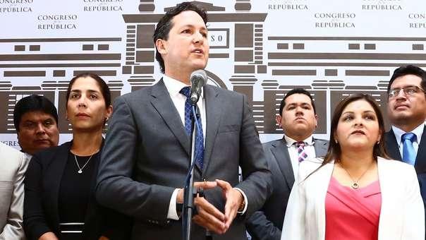 Daniel Salaverry fue acusado de agredir verbalmente a Karina Beteta.