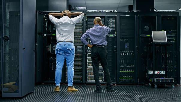 Ingenieros de Facebook estuvieron buscando la manera de restablecer el flujo de los servicios (Foto Referencial)