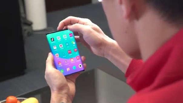 Así fue mostrado el celular plegable de Xiaomi.