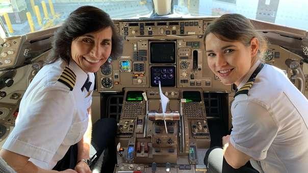 La capitana Wendy Rexon y su hija Kelly Rexon.