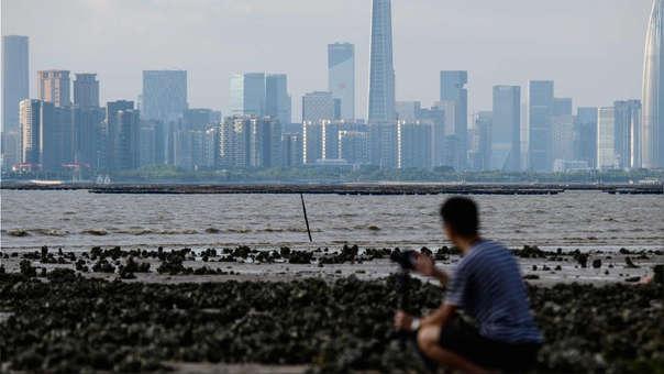Hong Kong quiere construir una isla artificial para ganar 1.000 hectáreas al mar, proyecto al que propone destinar el astronómico monto de 79.500 millones de dólares.