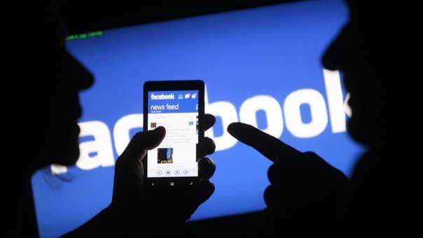 Facebook crea polémica nuevamente al potencialmente comprometes la seguridad informática de sus usuarios.