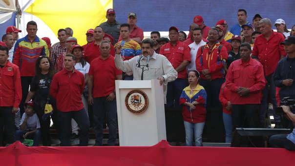 El presidente dictador de Venezuela, Nicolás Maduro, habla ante miles de simpatizantes este sábado en Caracas.