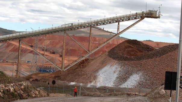 El Ministerio de Energía y Minas deberá elaborar un Plan Nacional para la remediación urgente de los temas en mención, clasificados como de muy alto riesgo.