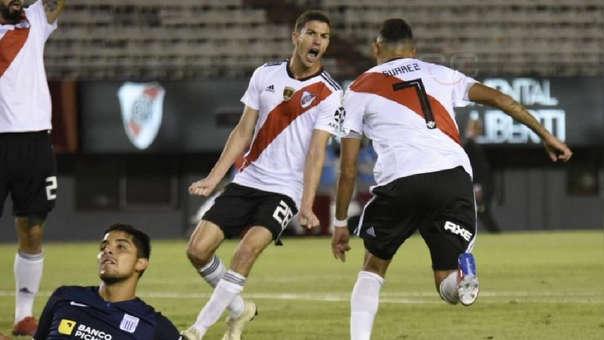 Matías Suárez de River Plate superó a defensa de Alianza Lima y puso el primero