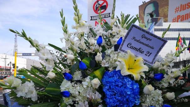 Alan García Apristas Impiden Ingreso De Arreglos Florales