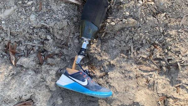 La pierna ortopédica tenía la zapatilla del hombre puesta cuando fue encontrada.