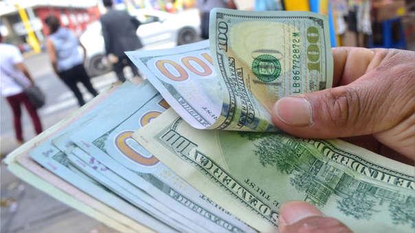 Precio del dólar operaba a la baja durante la jornada.