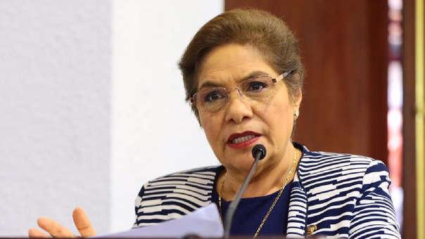 Salgado defendió el cronograma de la comisión de Constitución.