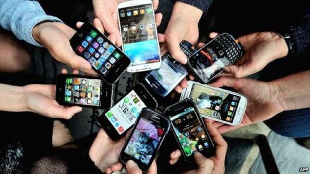 Usuarios de telefonía pueden elegir entre decenas de planes.