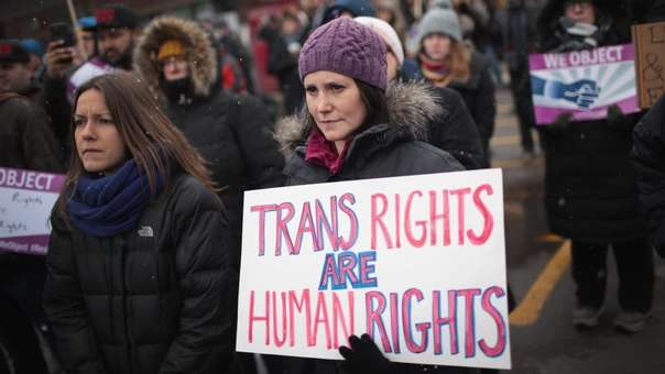 Protesta por los derechos de personas transgénero en EE.UU.
