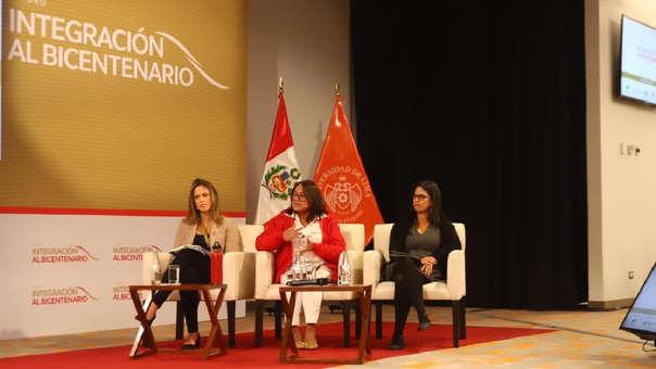 Los cuatro expertos hablaron sobre la importancia de que cada sector esté involucrado en el cambio climático.