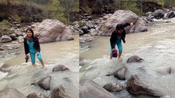 Enfermera cruza río