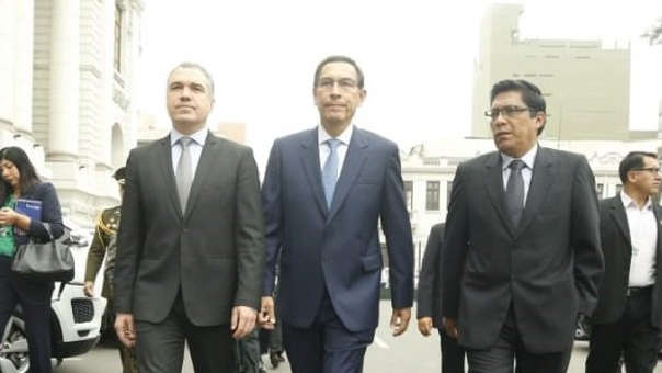 El mandatario presentó el documento ante mesa de partes avalando la inasistencia de los ministros.