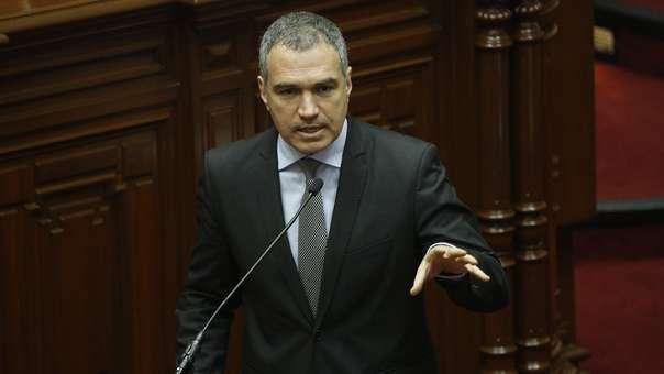 Salvador del Solar criticó la actitud de la Comisión de Constitución.