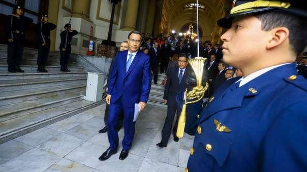 Martín Vizcarra a su salida del Congreso