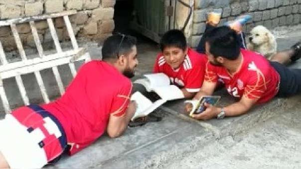 Yaqoob Yusuf Ahmed Mubarak llegó hasta Moche impactado por el caso de Víctor Martín Angulo Córdova quien, al no contar con energía eléctrica en su vivienda, hacía sus tareas en la calle.