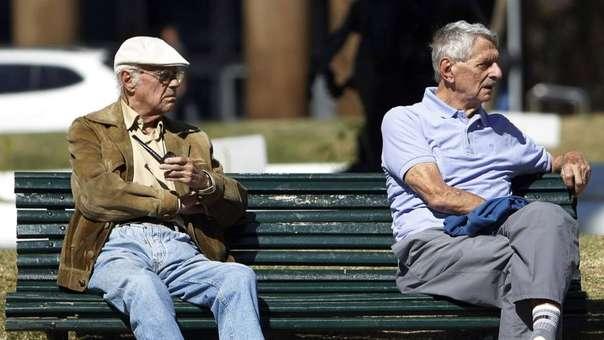 Dos ancianos en un parque