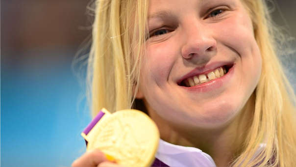 Ruta Meilutyte tras ganar la medalla de oro en las Olimpiadas Londres 2012