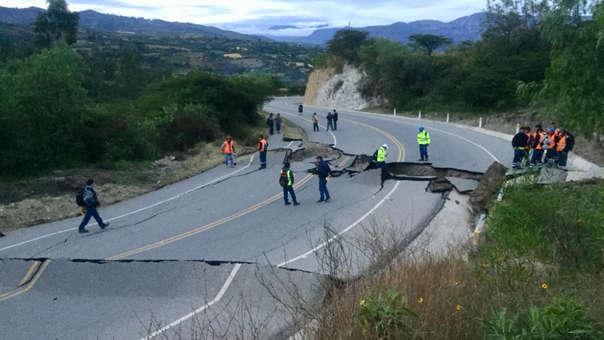 Carretera con graves daños